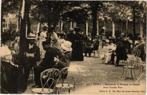 CPA VICHY Concert de la Musique du Casino dans l'ancien Parc (267022)