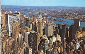 USA New York Isle of Manhattan General view Bridge River