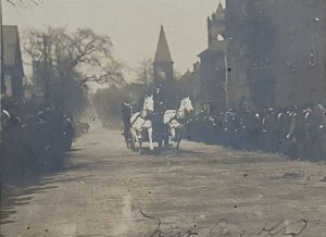 1907 NEW CASTLE PA STREET SCENE PARADE CROWDS HORSE DRIVEN REAL PHOTO RPPC   A15