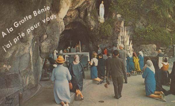 A La Grotte Benie Lourdes France Vintage Postcard