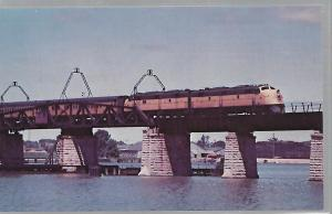 TRAINS, THE PENINSULA 400 CHICAGO & NORTH WESTERN STREAM LINER