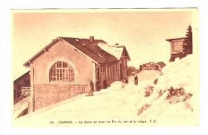 Lourdes , France, 1910s ; La Gare en haut du Pic du Jer et la neige