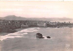 Vue d'ensemble de la Grande Plage Biarritz France Unused