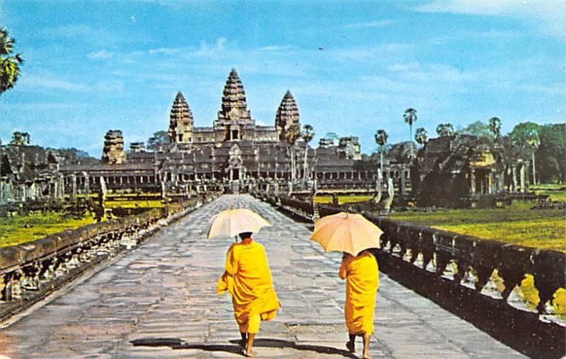 Cambodia, Cambodge Angkor Wat, seen through Main Entrance  Angkor Wat, seen t...