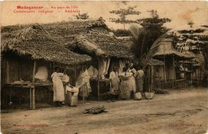 CPA Au pays de l'Or. Commercants indigenes AMBILOBE MADAGASCAR (709638)