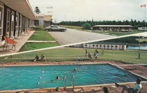CAVENDISH , Prince Edward Island , 1977 ; Bay Vista Motor Inn , Swimming Pool