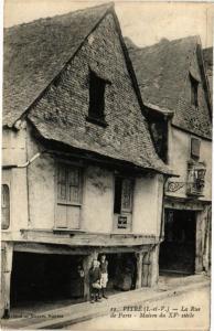 CPA VITRÉ (I.-et-V.) - La Rue de Paris - Maison du XV siécle (226797)