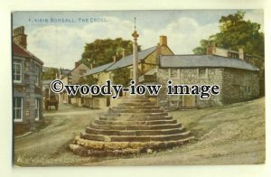 tp0352 - Derbys - Early View of Cross Monument at Crossroads, Bonsall - Postcard