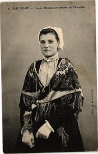 CPA ILE-de-RÉ - Femme Rhétaise en Costume du Dimanche (183821)
