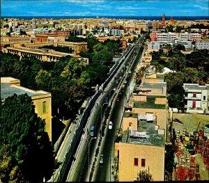 CI01289 libya tripoli shara esseidi general view old cars