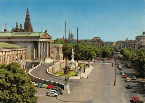 Vienna Parlament mit Ringstrasse Vintage Cars Fountain Cathedral Postcard