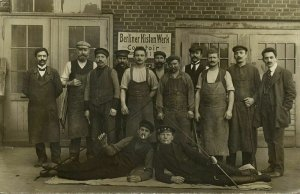 BERLIN, Berliner Kisten Werk, Factory Workers (1913) Foto-AK