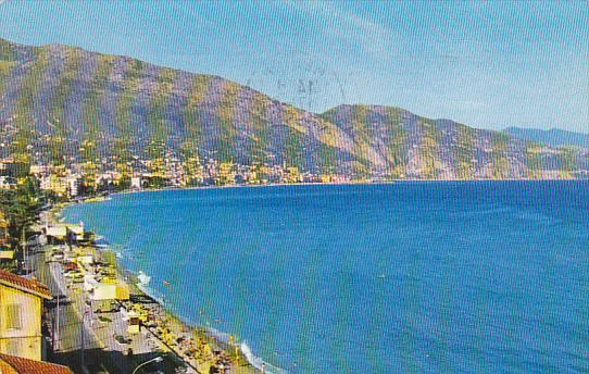 France Carnoles La Plage dans le fond la baie de Menton 1964