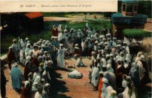 CPA Maroc Reunion autour d'un Charmeur de Serpents MAROC (738597)