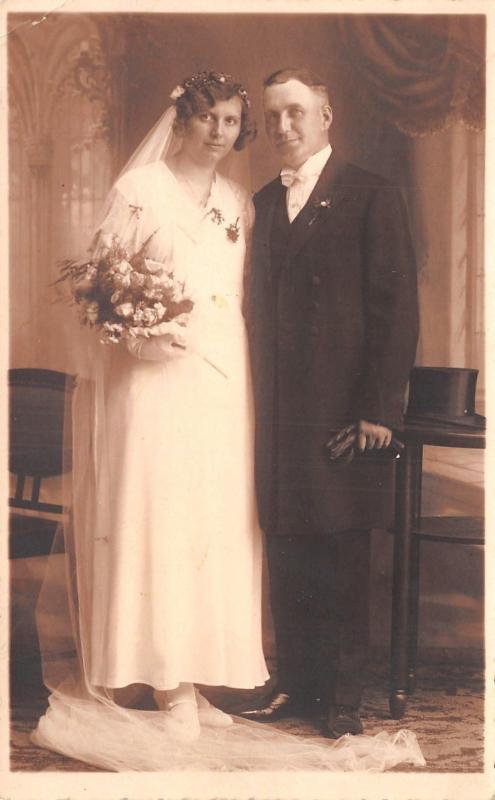 Wedding Portrait~Older Bride & Groom~Long Veil~1920s~Wedding Picture~RPPC