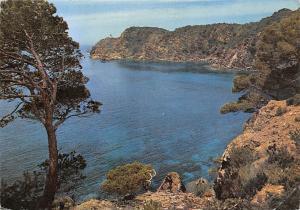 France Mediterranee aux rivages sans nuage Calanque ou la vague s'abrite