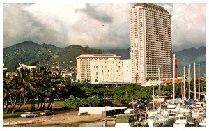 Hawaii    Waikiki Beach  ala moana hotel