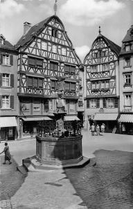 Bernkastel-Kues an der Mosel Marktplatz Brunnen Market Place