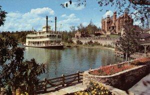 FL - Orlando. Walt Disney World. Cruising the Rivers of America