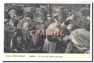Postcard Collection Petit journal Map Old Paris A corner of central markets (...
