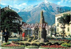 Modern Postcard Golden Gate Nepal