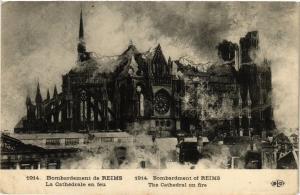 CPA MILITAIRE Bombardement de Reims-La Cathédrale en feu (316816)