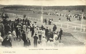 CPA Les Courses de VITTEL Devant les Tribunes  (151527)