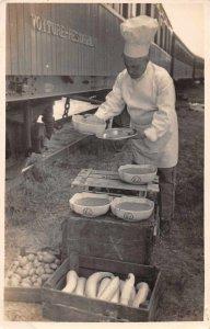 Voiture Restaurant Railroad Car Chef Preparing Food Real Photo PC JF235094