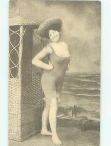 Pre-Linen Risque SEXY GIRL POSING FOR FAKE BEACH SCENE AB6033
