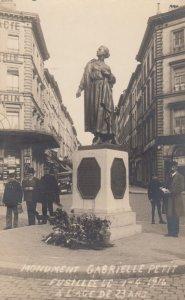 RP: Brussels , Belgium , 1910s ; Monument Gabrielle Petit