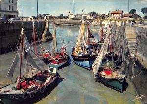 BR1699 France Honfleur Le Port boats bateaux