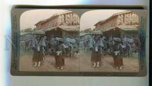 3077531 JAPAN STEREO PHOTO Pilgrim beggars beating little gongs