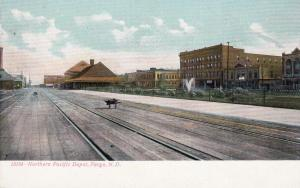 FARGO , North Dakota , 1900-10s; Northern Pacific Depot, Railroad Tracks