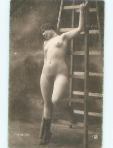 c1910 Risque NUDE ITALIAN GIRL POSING AT STUDIO IN ITALY AB7256