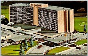 Chicago, Illinois Postcard ARLINGTON PARK TOWERS New Suburban Hotel c1960s
