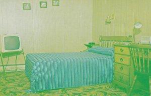 CHANDLER WEST , Quebec , Canada , 50-60s ; Fraser's Motel , Interior