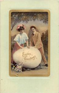 9622  Easter , A couple with an giant egg
