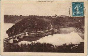 CPA CROZANT Le Pont et le Village (1143759)