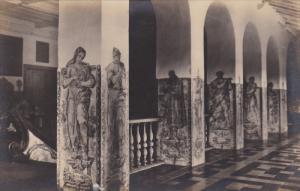 RP: Pilastras com azulejos no paviemento superior do Claustro de S. Francisco...
