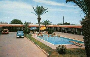 ALAMO COURT Laredo, Texas Swimming Pool Roadside ca 1950s Vintage Postcard