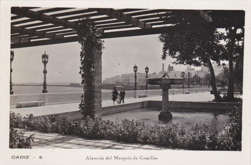 RP: CADIZ , Spain , Alameda del Marques de Comillas , 10-20s