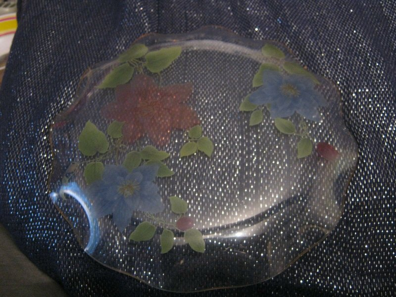 Very pretty decorative glass plate with floral design & scalloped edge 8ins wide