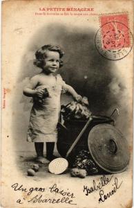 CPA La Petite Ménagere. Dans la marmite se fait la soupe A. BERGERET (675561)