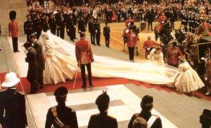 Princess Diana Leaves Glass Royal Coach 1981 Wedding Postcard