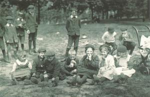 Nostalgia Postcard London School Children, Summer Picnic 1913 Repro Card NS57