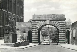 Hungary Budapest Vienna Gate auto oldtimer
