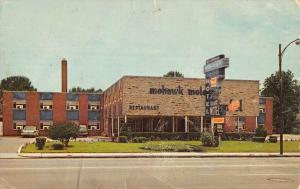 Indianapolis Indiana Mohawk Motor Inn Street View Vintage Postcard K38091