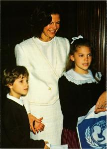 CPM AK Koningin Silvia en Kronprinsessan Victoria Carl SWEDISH ROYALTY (845073)