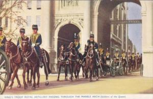 London King's Troop Royal Artillery Passing Through The Marble Arch Soldiers ...