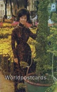 Vietnam, Viet Nam,  Nhân Vật  Young Vietnamese lady, traditional dress